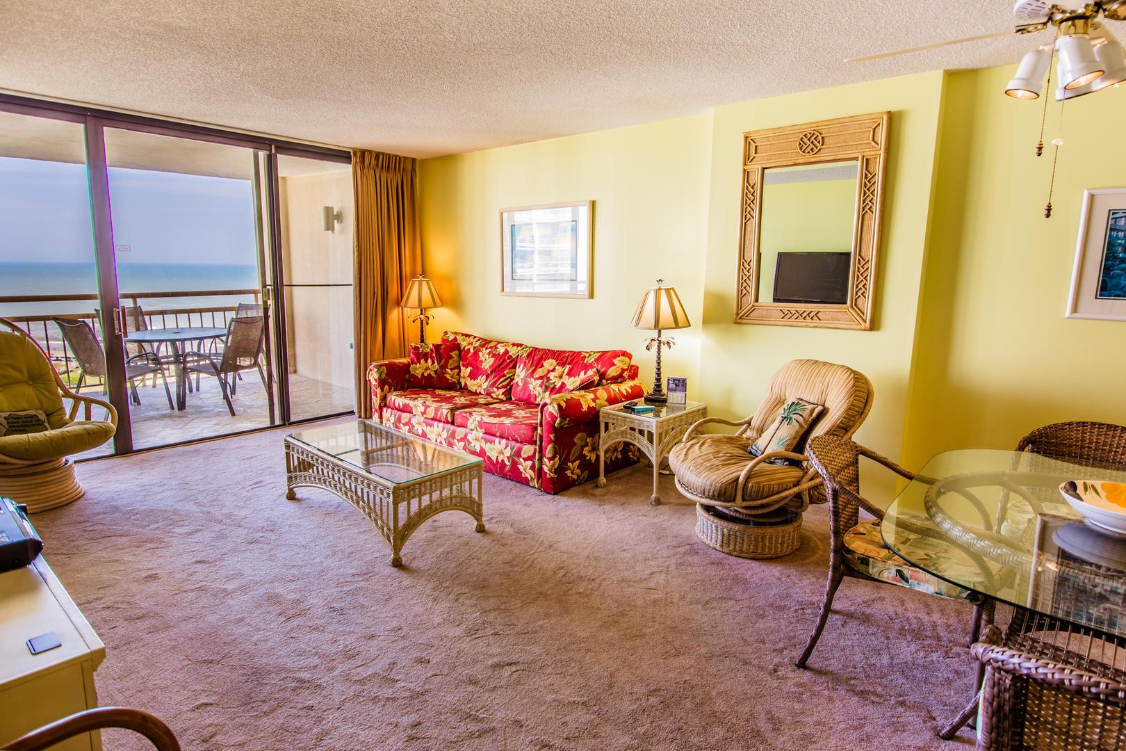 Ocean Creek EE13 - Living Room