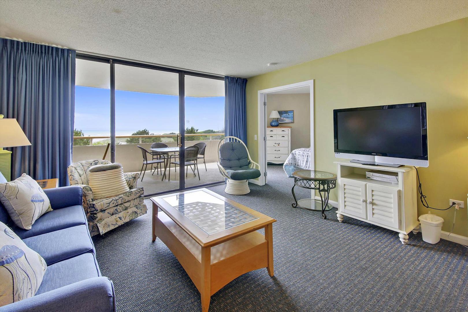 Ocean Creek LL1 - Living Room