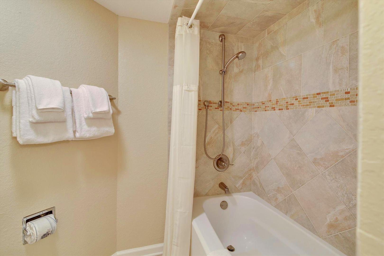 Ocean Creek LL1 - Bathroom