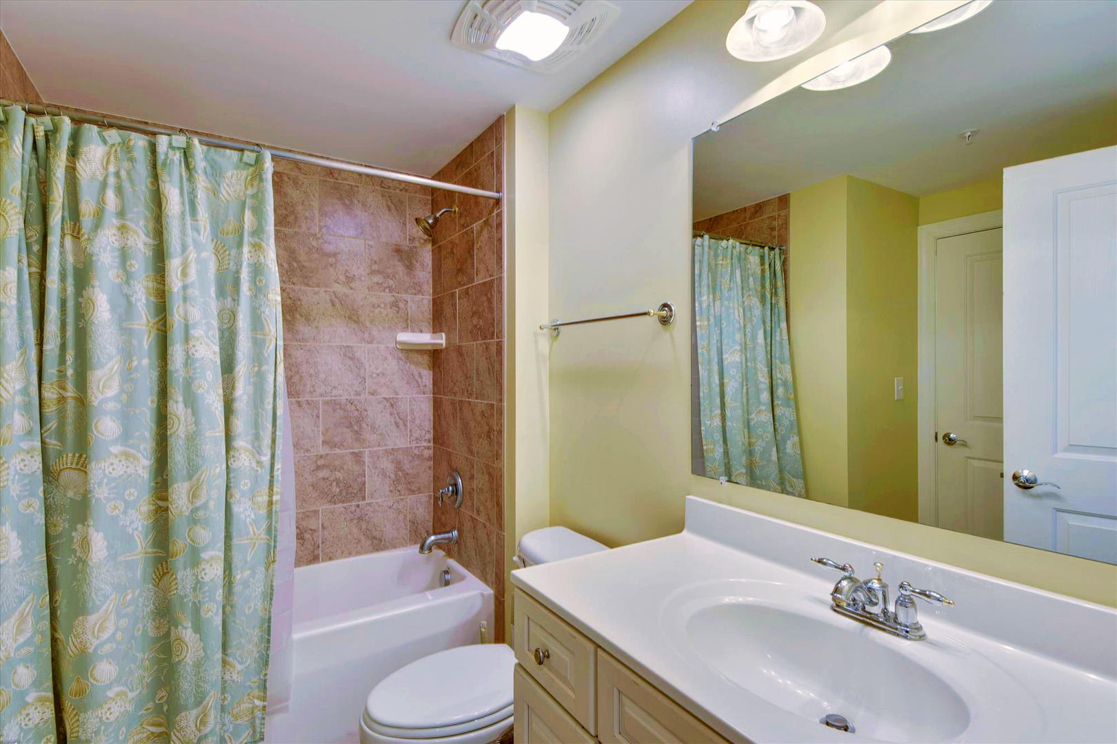 Belmont Towers 708 - Bathroom 2