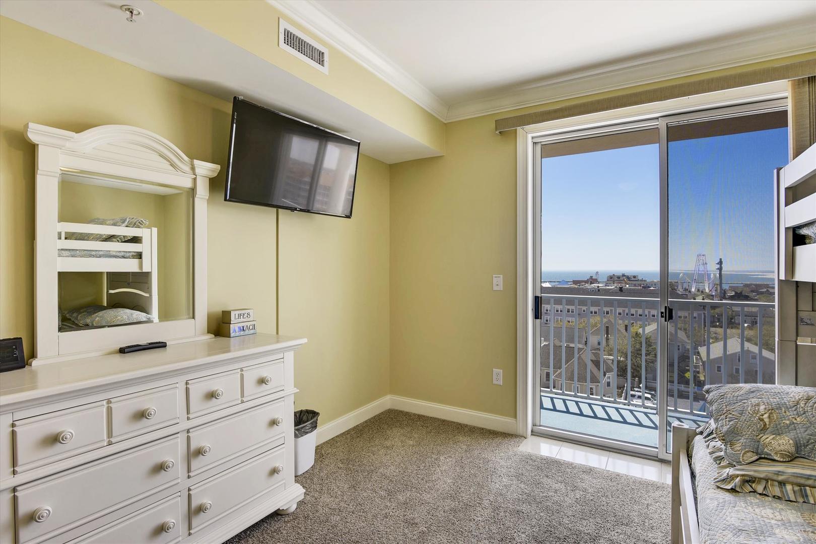 Belmont Towers 708 - Bedroom 2