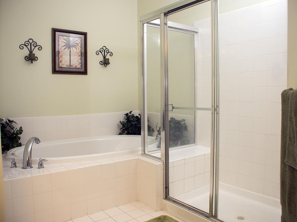 Sunset Island, 37 Fountain Drive West, 5C - Master Bathroom