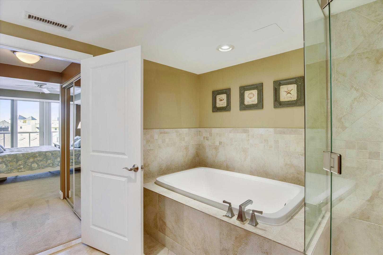 Meridian 504W - Master Bathroom