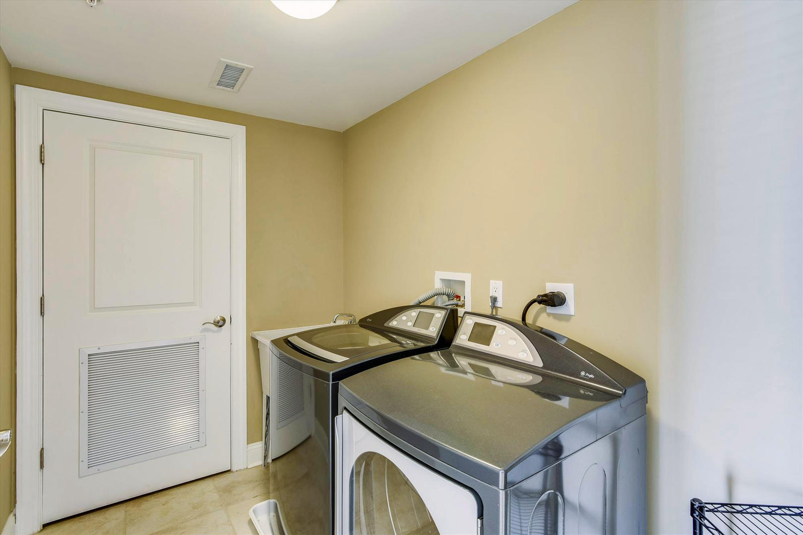 Meridian 504W - Laundry Room