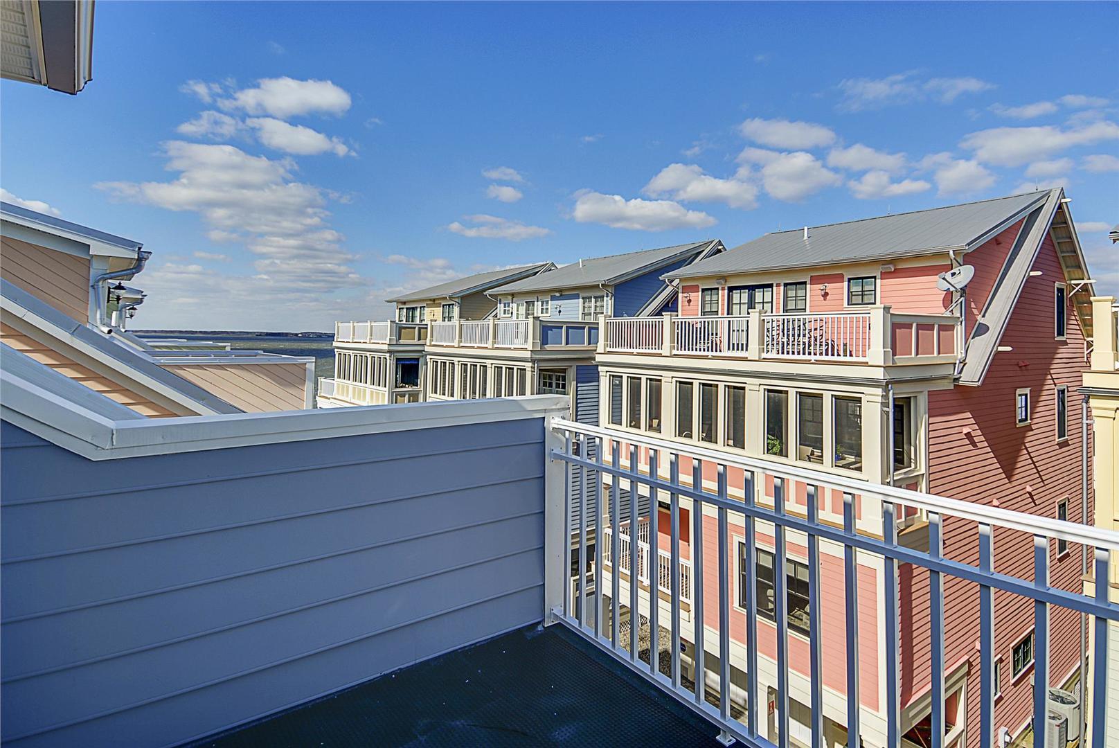 Sunset Island 1 Beachside Mews - 4th Floor Balcony