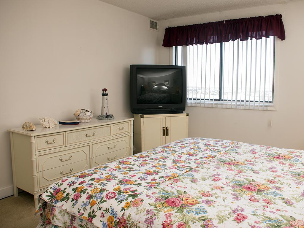 Capri, 1006 - Master Bedroom