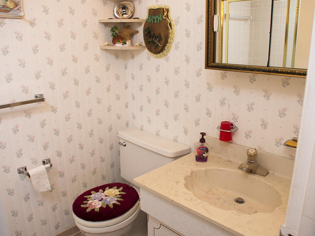 Capri, 1006- Second Bathroom