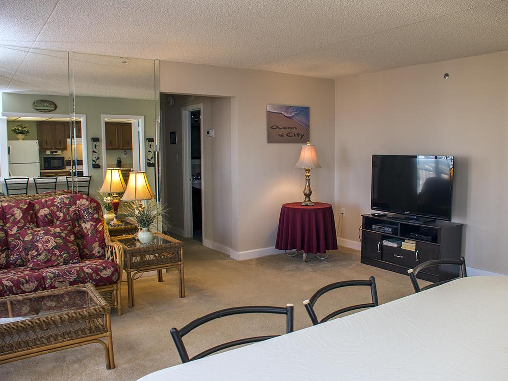 Capri, 1006 - Kitchen & Living Room Area