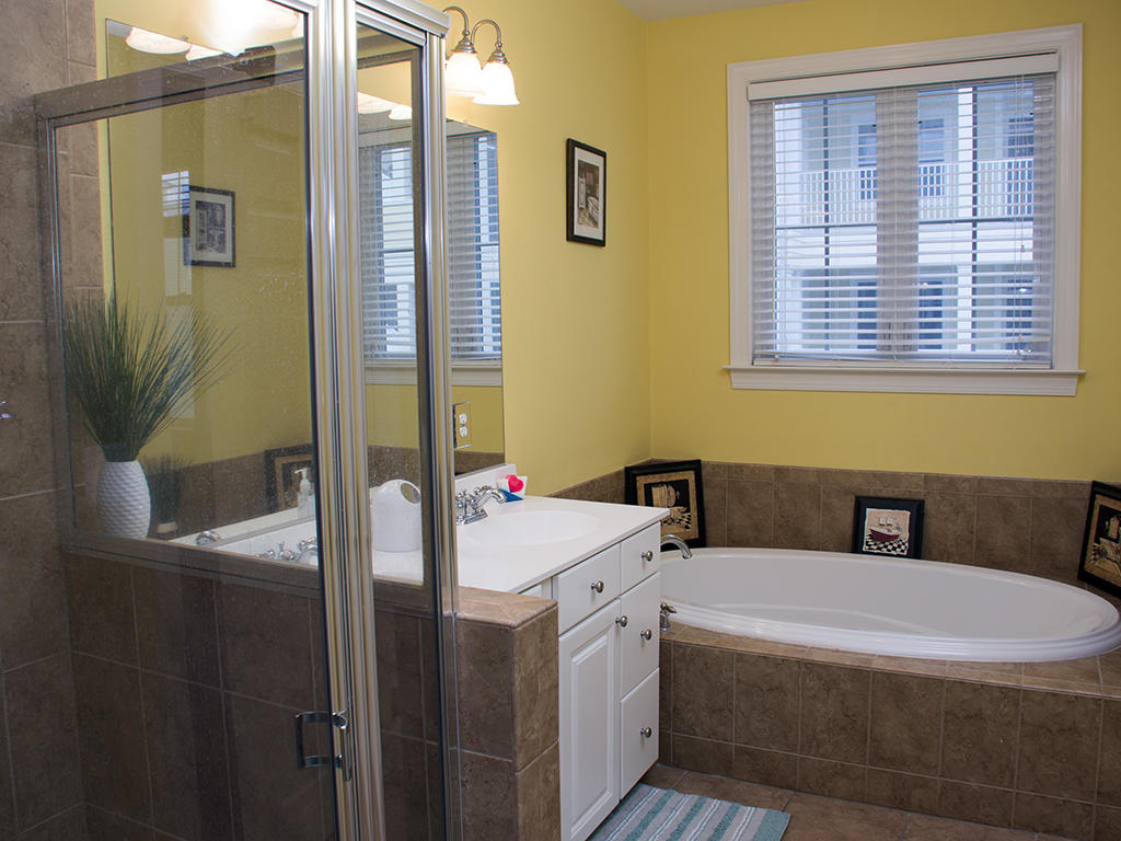 Sunset Island, 3 Canal Side Mews East - Master Bathroom
