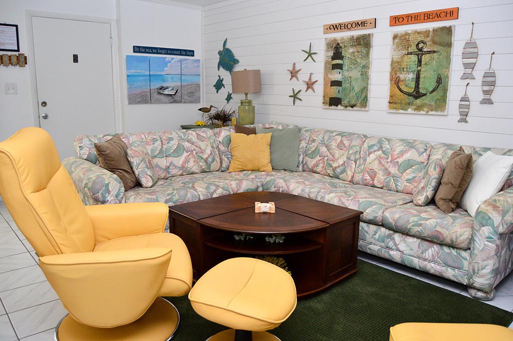 Constellation House N 102 - Living Room