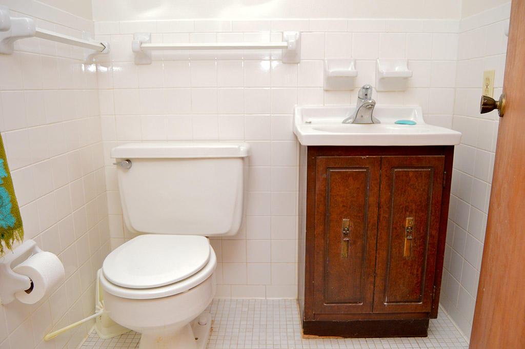 1928 Marlin Drive - Bathroom
