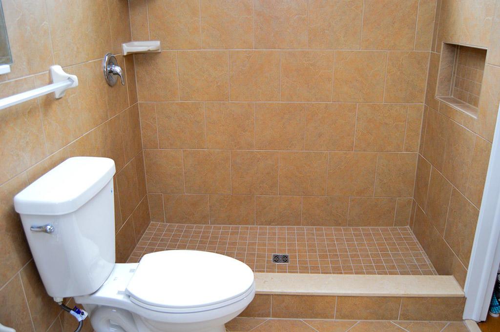 1928 Marlin Drive - Master Bathroom