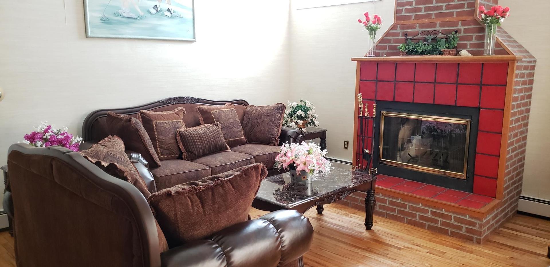 1928 Marlin Dr. Living Room