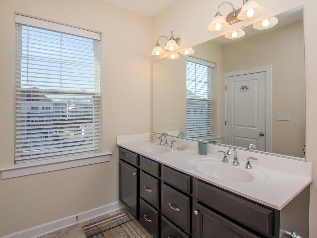 Broad Marsh, 114E - Master Bathroom