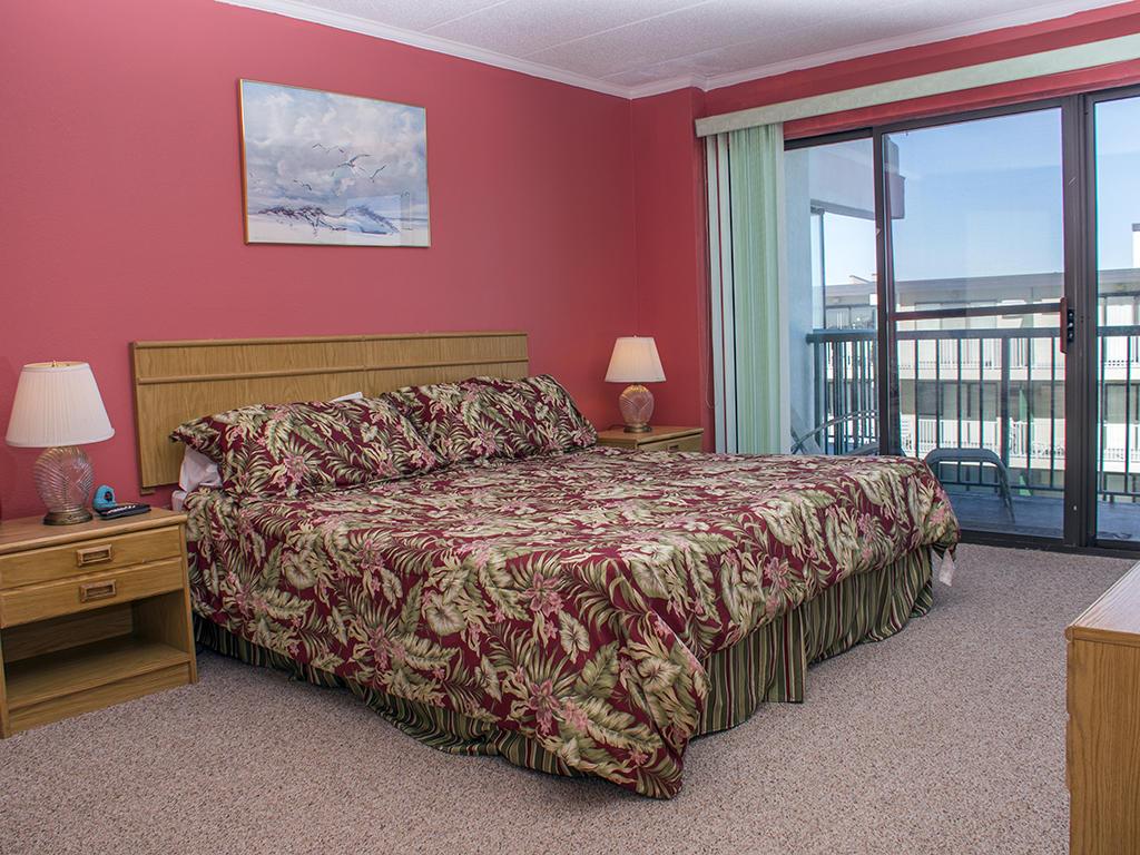 Summer Beach, 406 - Master Bedroom