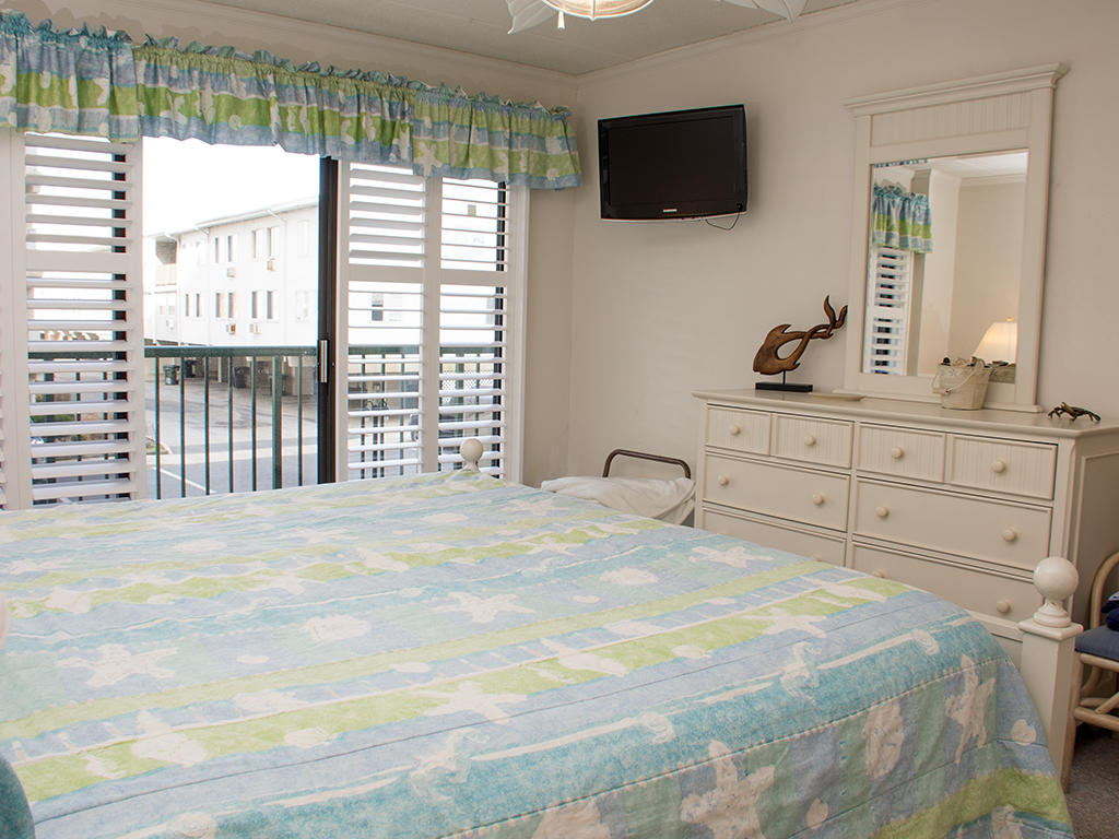 Summer Beach, 106 - Master Bedroom