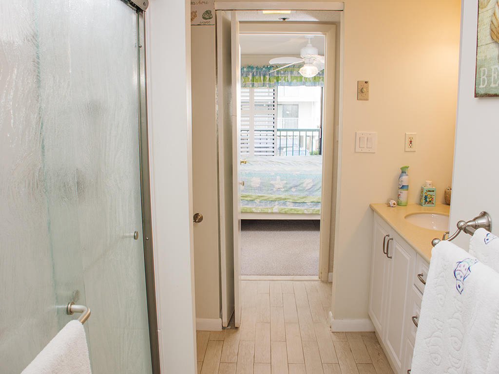 Summer Beach, 106 - Master Bathroom