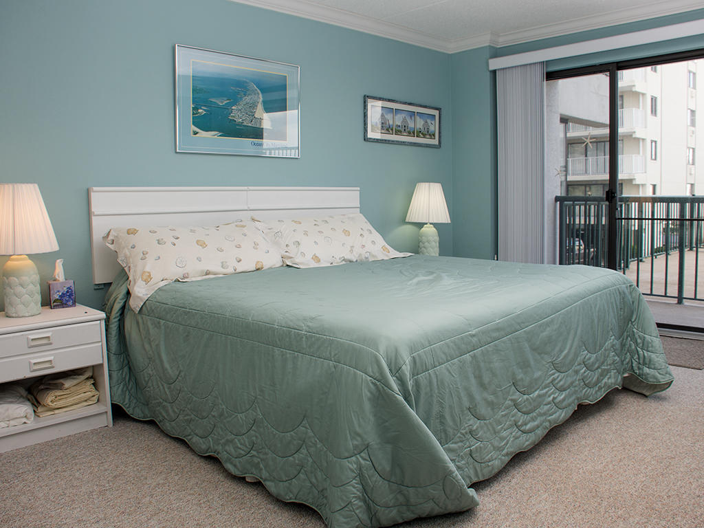 Summer Beach, 104 - Master Bedroom