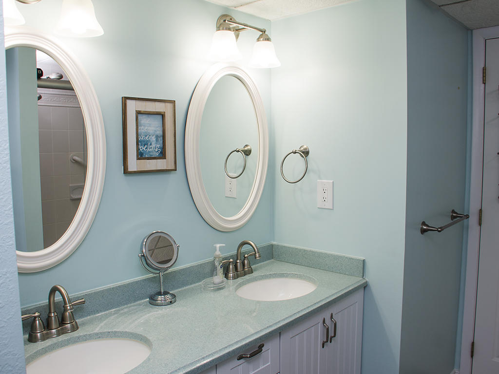 Summer Beach, 104 - Master Bathroom