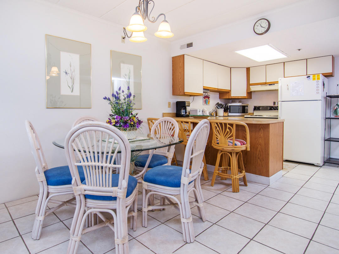 Summer Beach, 405 - Dining and Kitchen Area