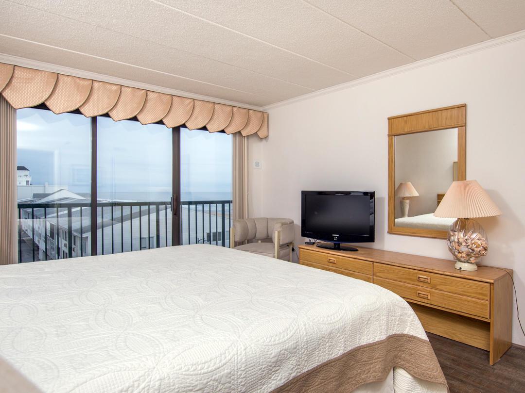 Summer Beach, 405 - Master Bedroom