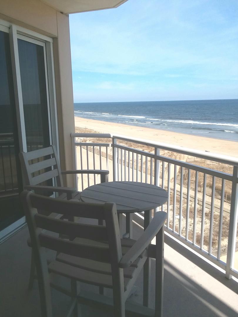 Gateway Grand 410 - Balcony Furniture
