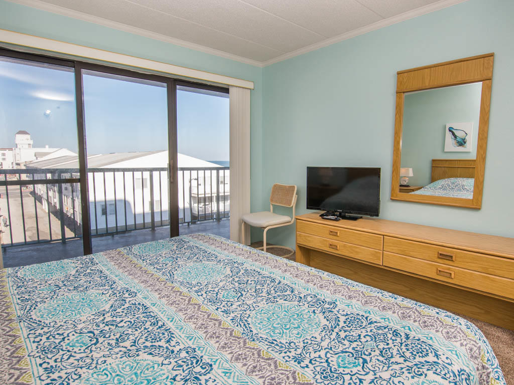Summer Beach, 305 - Master Bedroom