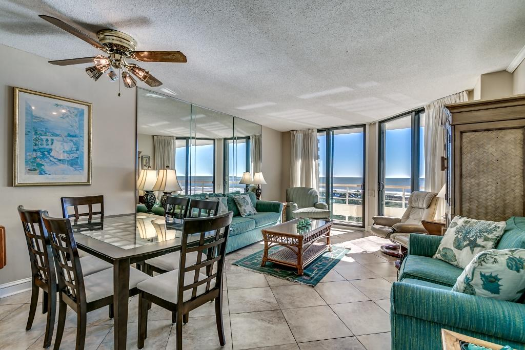 Ocean Creek, D5 - Living and Dining Area