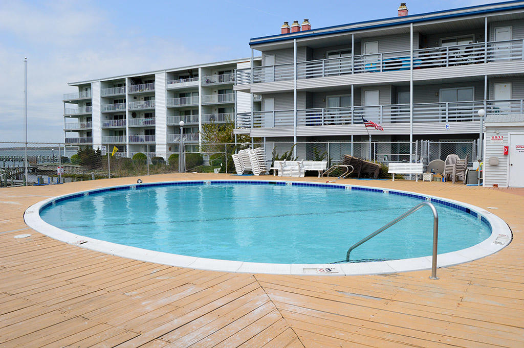 Bradley on the Bay - Outdoor Pool (Open Seasonally)