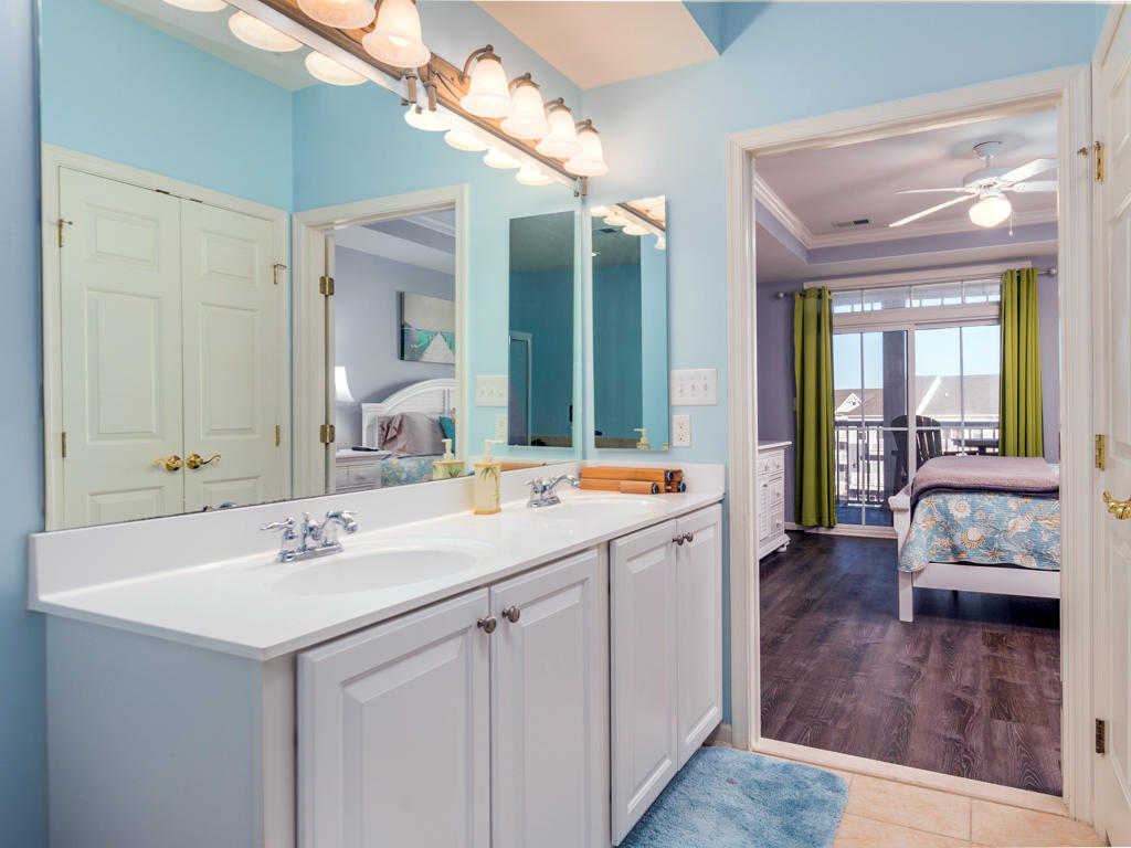 2 HCW 4E - Master Bathroom