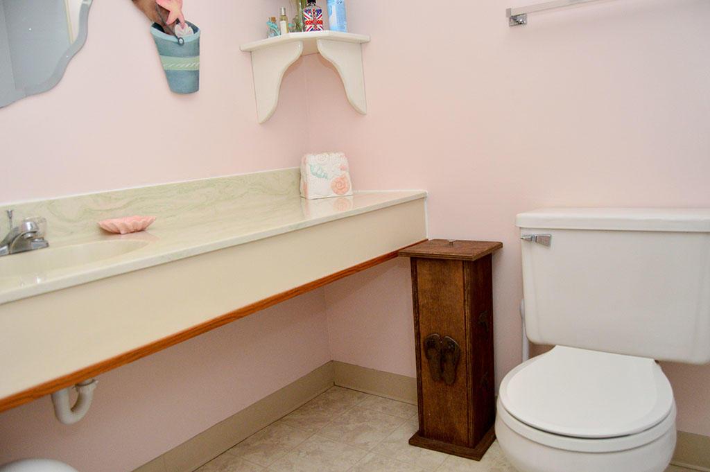 Summer Beach 204- Hall Bathroom