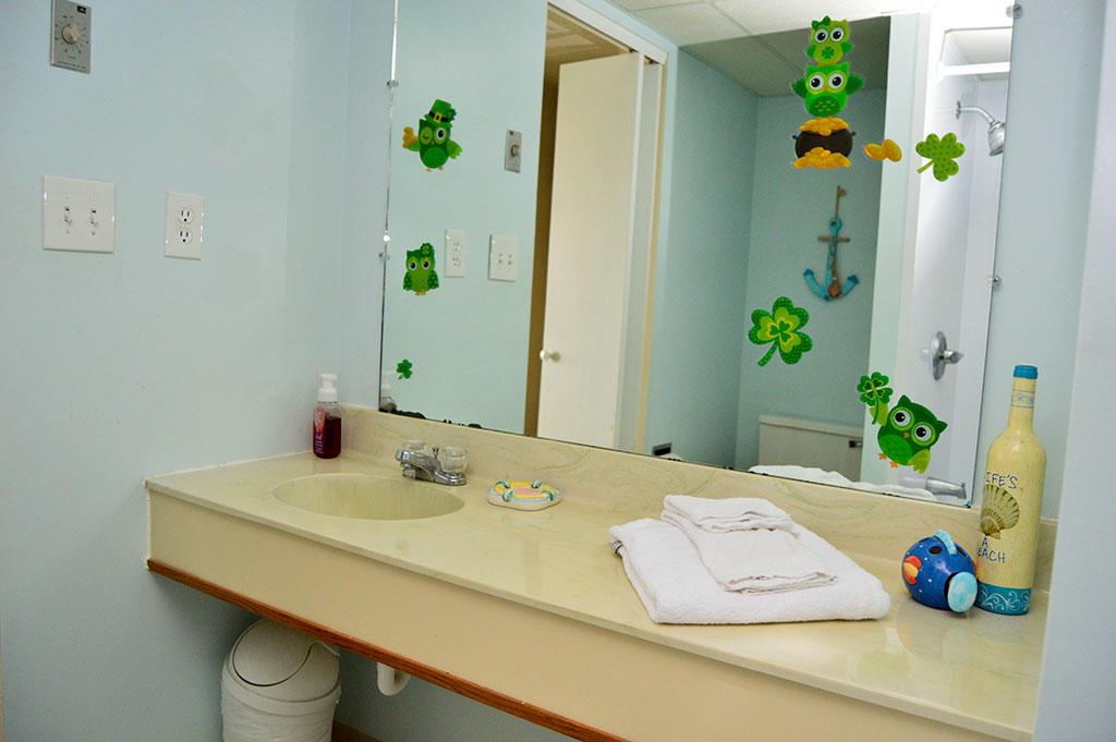 Summer Beach 204- Conjoined Bathroom