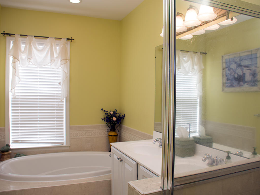 Sunset Island, 28 Canal Side Mews West - Master Bathroom