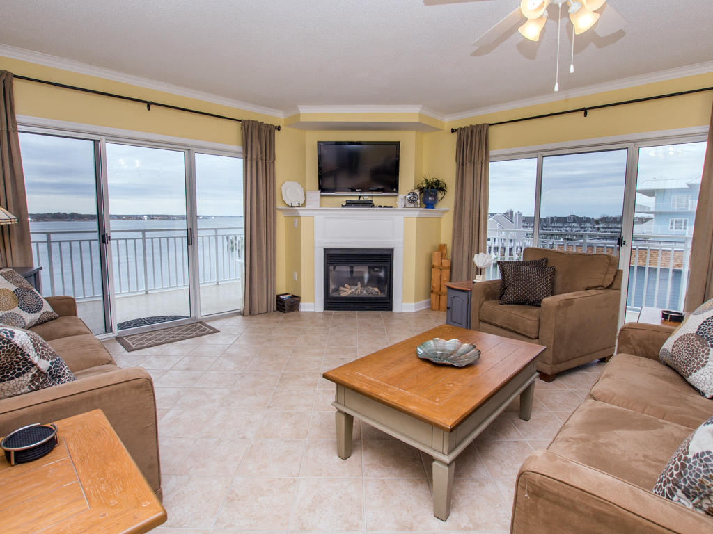 Bahia Vista, I 408 - Living Room
