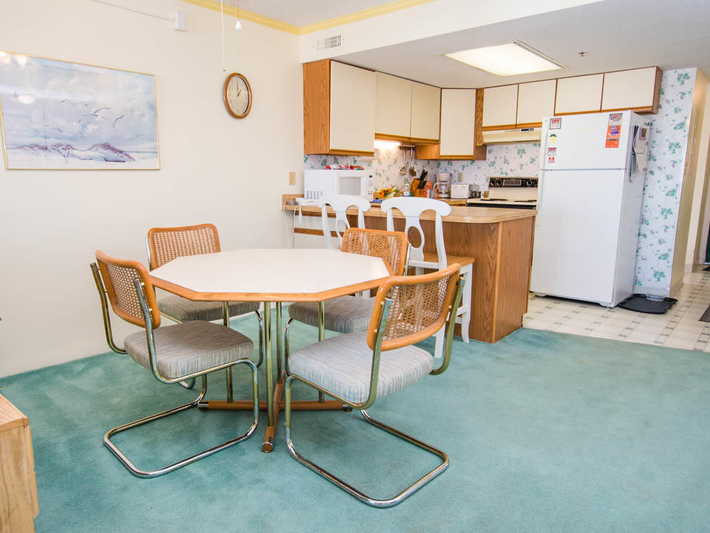 Summer Beach, 605 - Dining and Kitchen Area