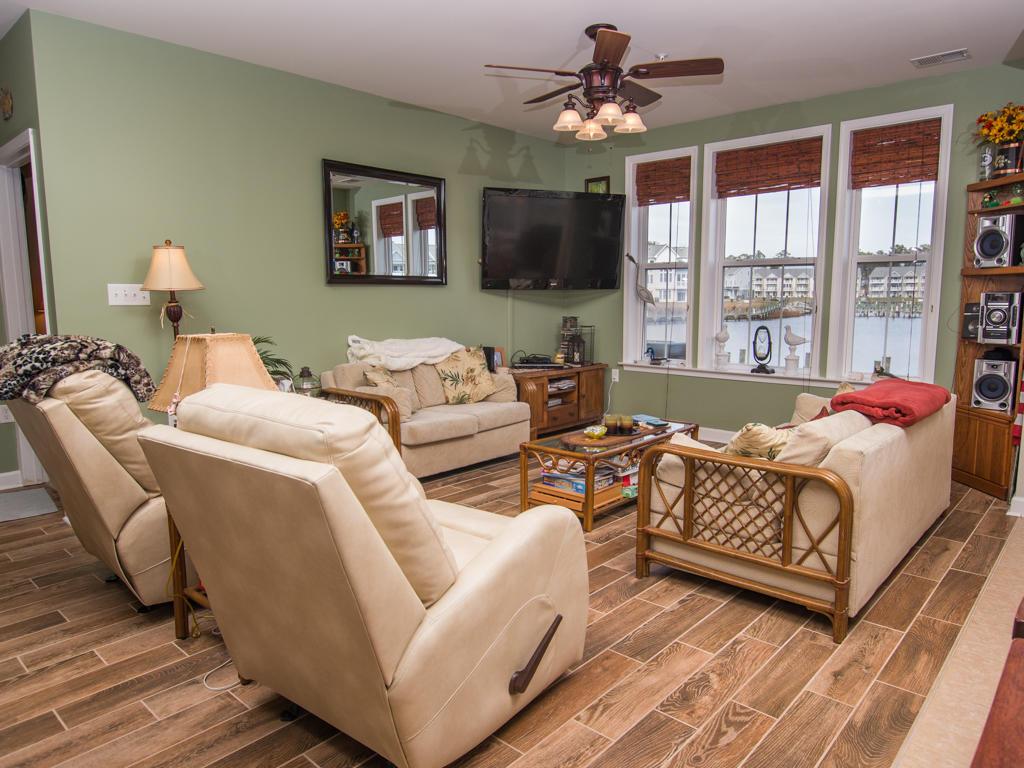 Glen Riddle, 304 - Living Room