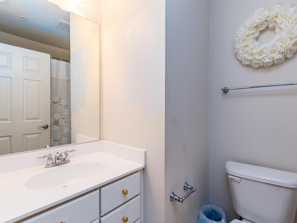 Sunset Island, 39 Sunset Island Drive - Top Floor Bathroom