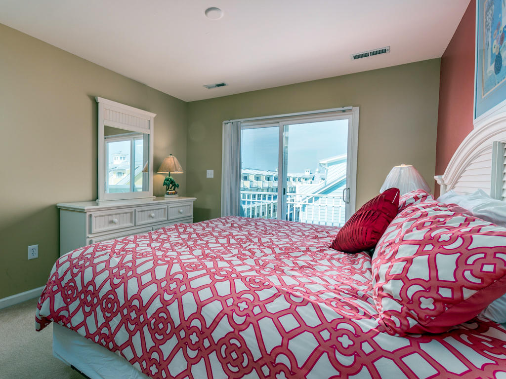 Sunset Island, 31 Fountain Drive West -Top Floor Bedroom