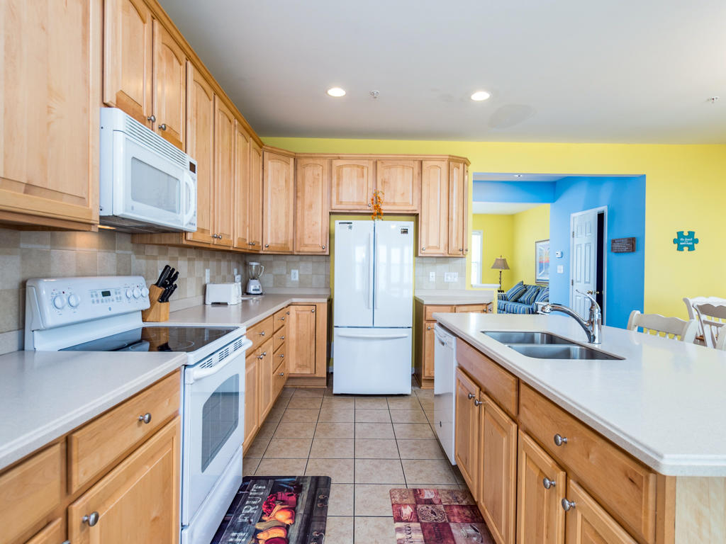 Sunset Island, 31 Fountain Drive West - Kitchen