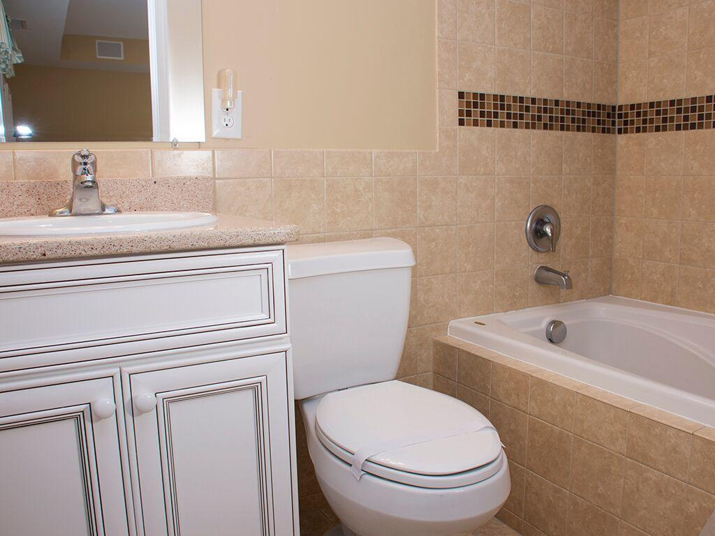 Ocean City Boardwalk Suites, N1 - Master Bathroom