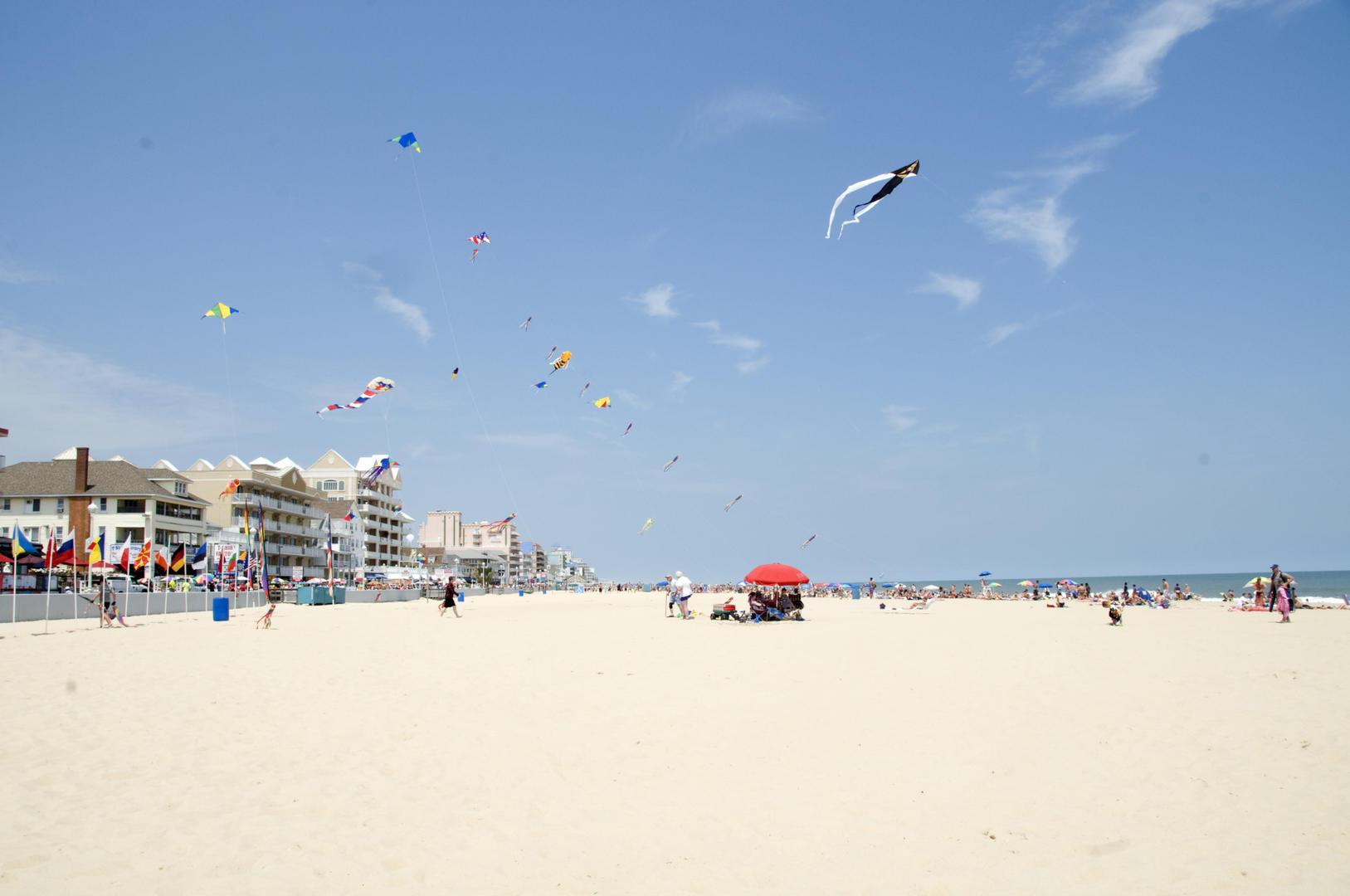 OC Boardwalk Suites - Beach Area