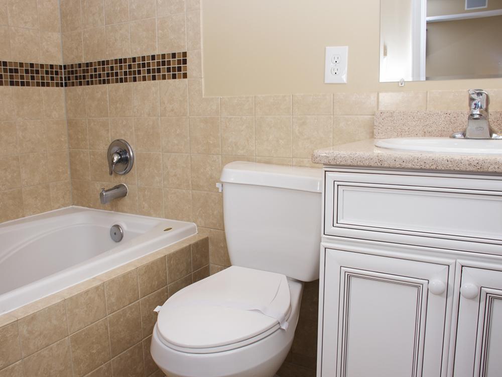 Ocean City Boardwalk Suites, S1 - Master Bathroom
