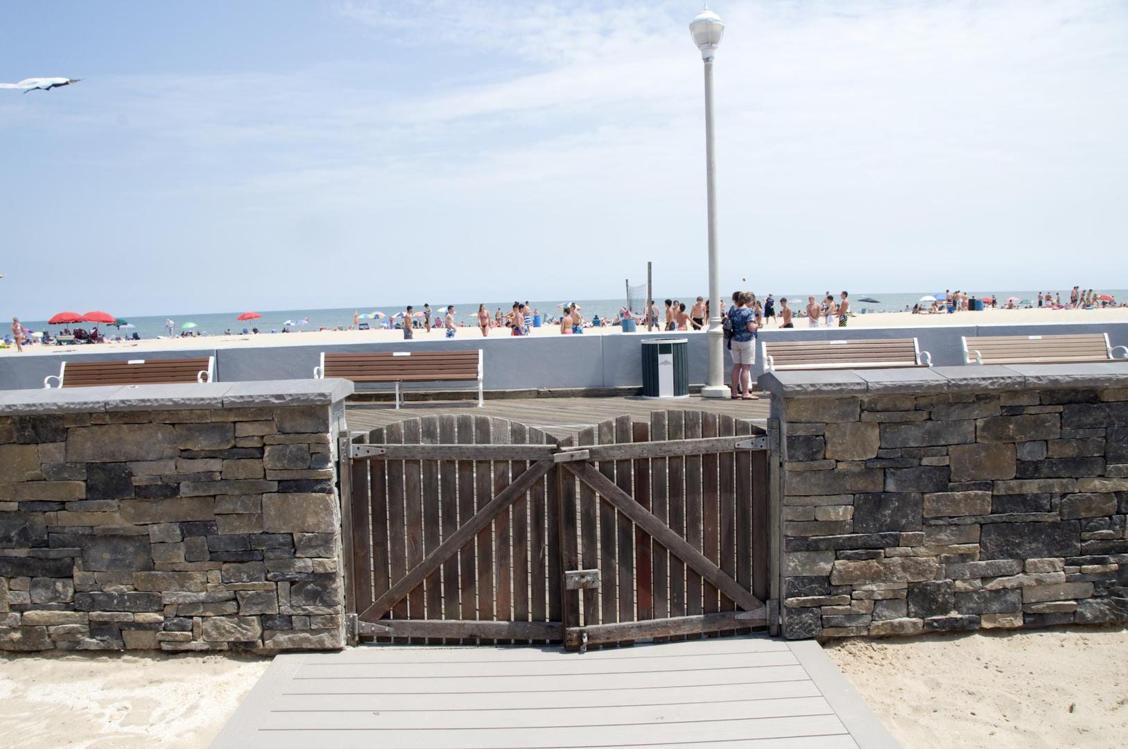 OC Boardwalk Suites - Walled-In Yard