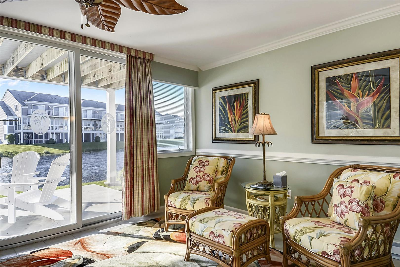 Bayville Shores 1169 - Lower Level Sitting Area