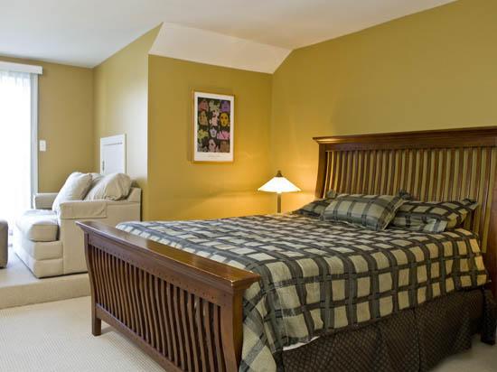 Sunset Island, 6 Island Edge Drive - Top Floor Bedroom