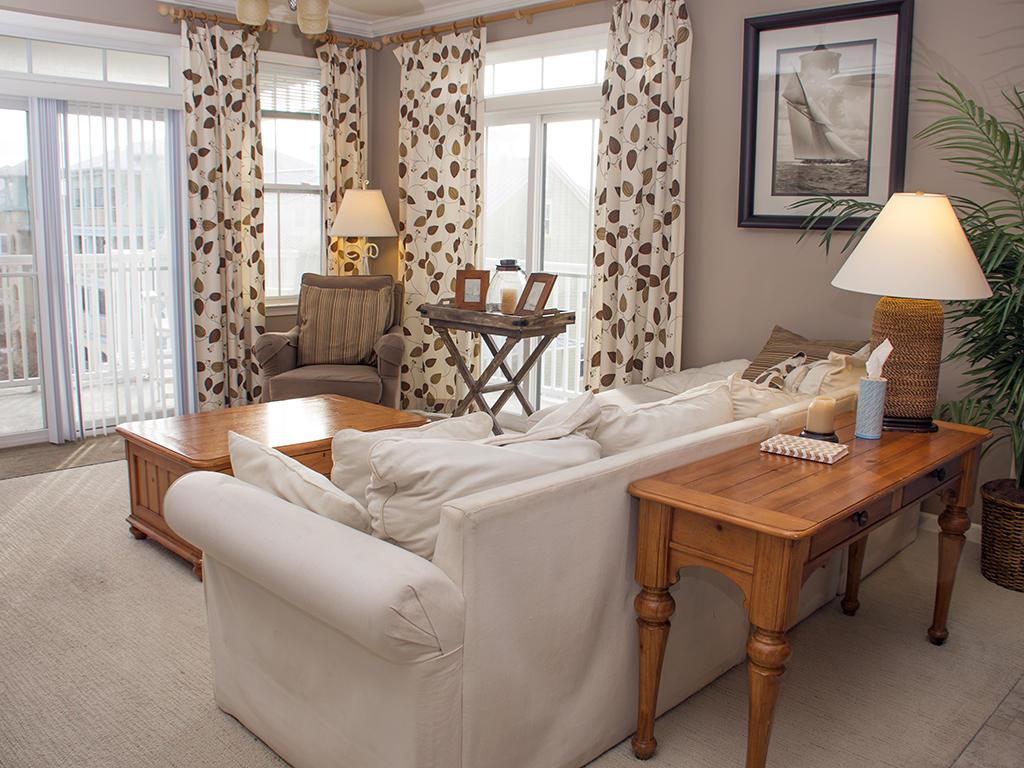Sunset Island, 6 Sunset Island Drive, 4F - Living Room Area
