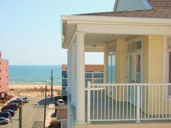 Key Largo 403 - Wrap Around Balcony