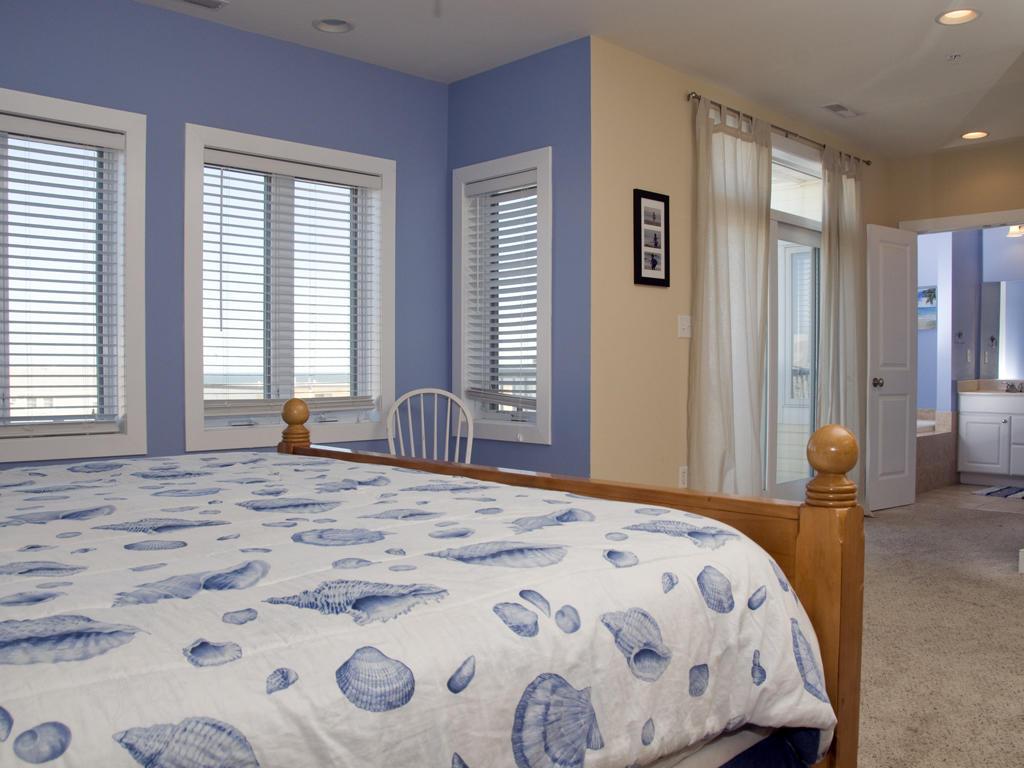 Key Largo, 403 - Master Bedroom