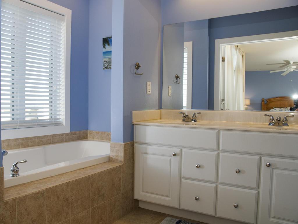 Key Largo, 403 - Master Bathroom