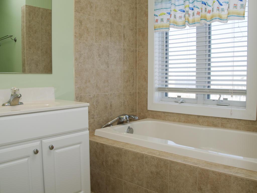 Key Largo, 403 - Second Bathroom